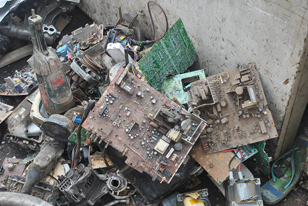 A photograph of dirty and discarded hardware.