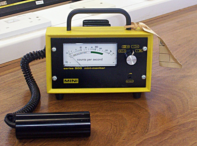 Image of Geiger counter and monitor