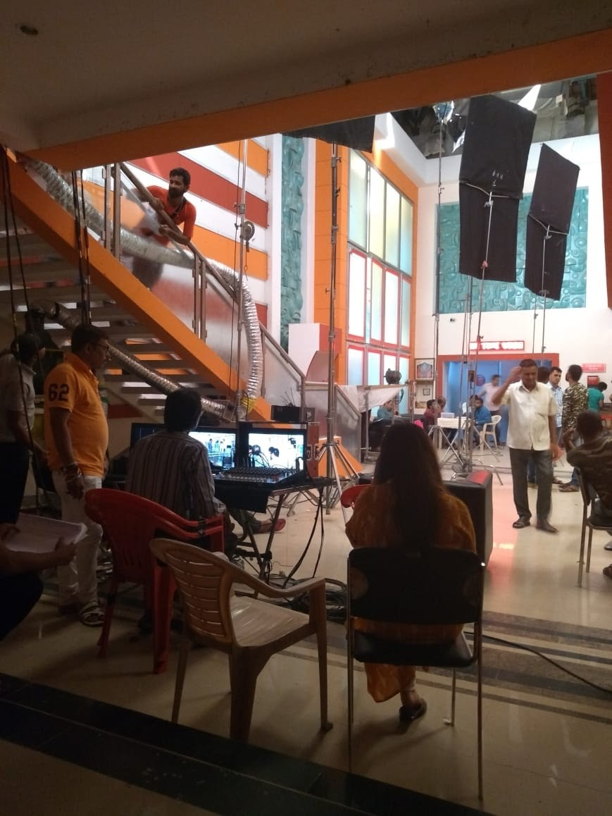 Picture of a shooting location with camera equipment and crew