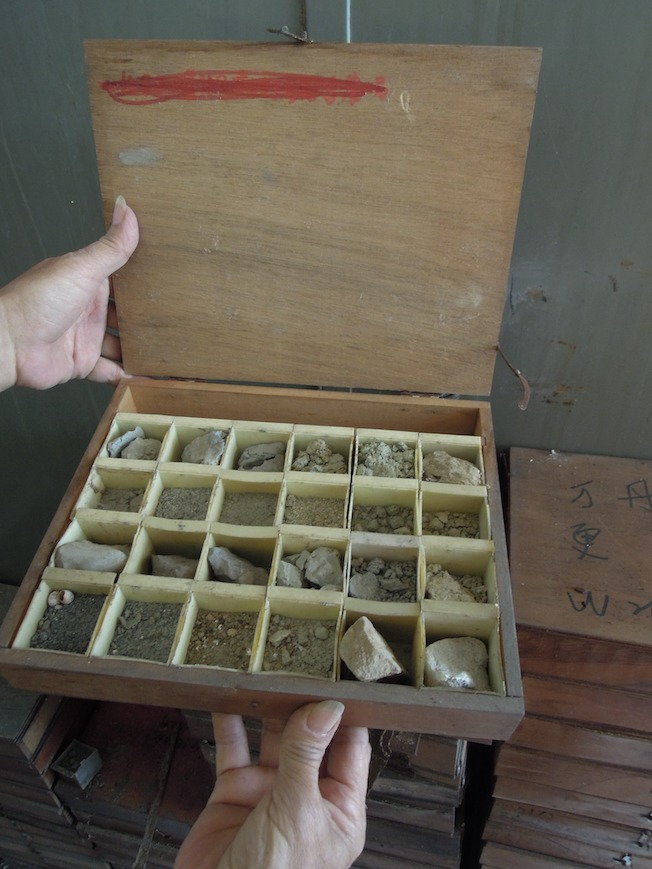 A box containing different samples obtained by cutting.
